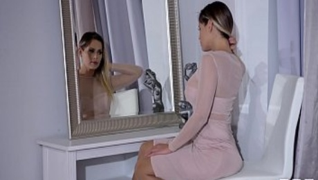 Endless legs & sexy high heels of Vittoria Dolce lead to hardcore anal fuck